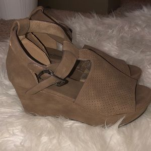 Barely used wedges. Super comfortable!